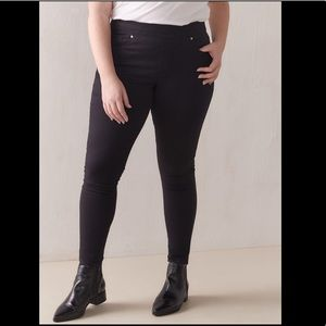 Levi's Black Pull-on Skinny